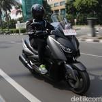 Menguji Yamaha XMAX, Skuter Bongsor Bermesin 250 cc