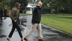 Salah Kostum, Melania Trump Pakai Sepatu Hak Tinggi Saat Tinjau Lokasi Badai