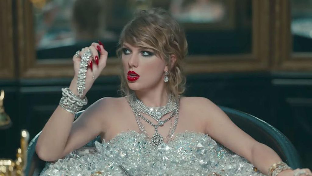 Foto: 12 Gaya Makeup & Rambut Taylor Swift di Video Look What You Made Me Do