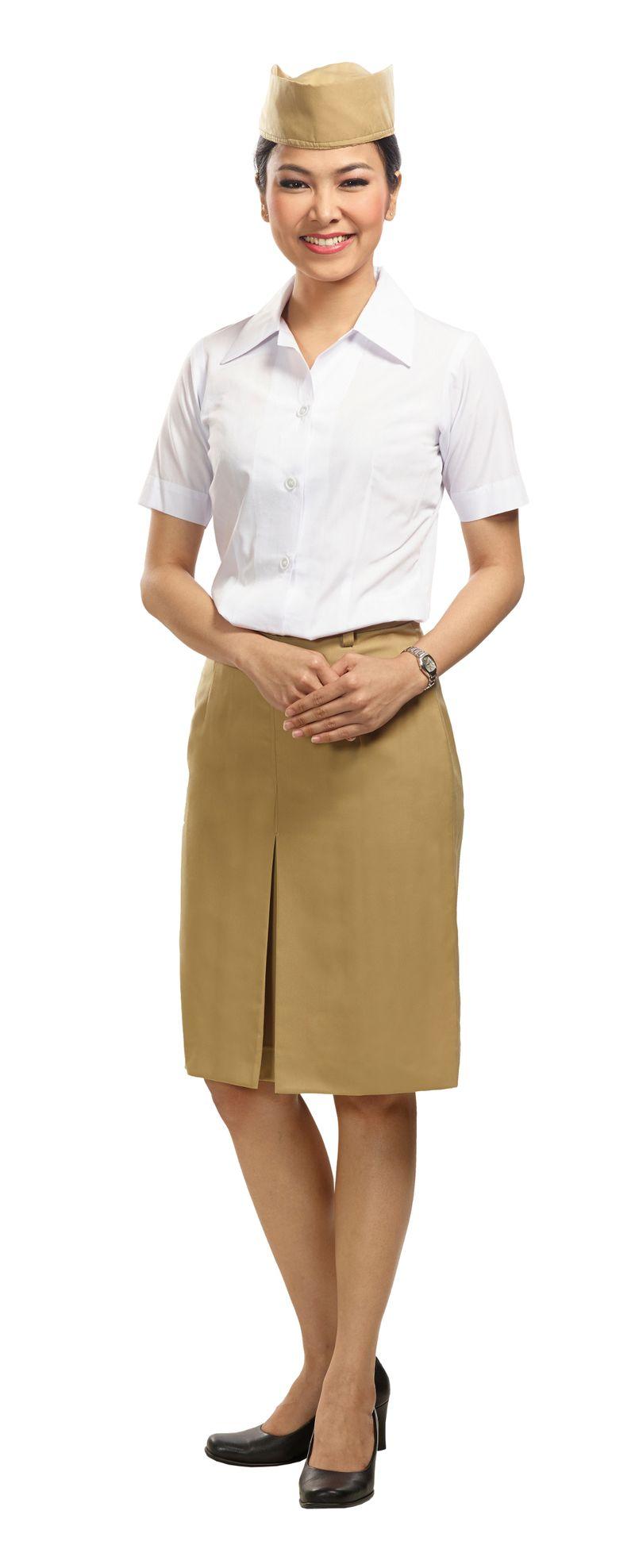 Berdiri sejak Januari 1949, inilah seragam pertama pramugari Garuda Indonesia. Hanya kemeja putih, rok cokelat dan topi cokelat. Sekilas, mirip seperti pakaian yang dikenakan para pejuang kemerdekaan (dok Garuda Indonesia)