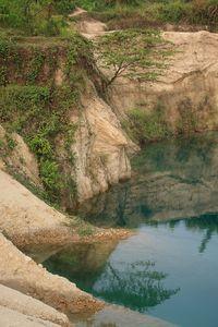 ISO 100, f/5.6, 1/80 detik, 49mm Foto ini mengunakan picture profil Landscape, sehingga warnanya lebih pekat (saturated).