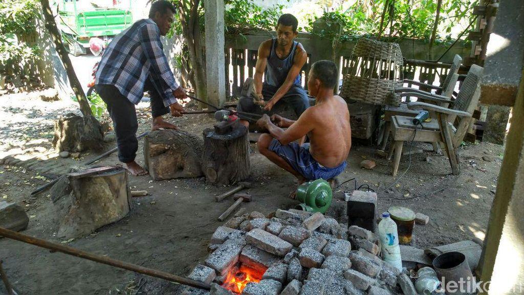 Musim Kemarau, Perajin Pandai Besi di Kediri Banjir Pesanan
