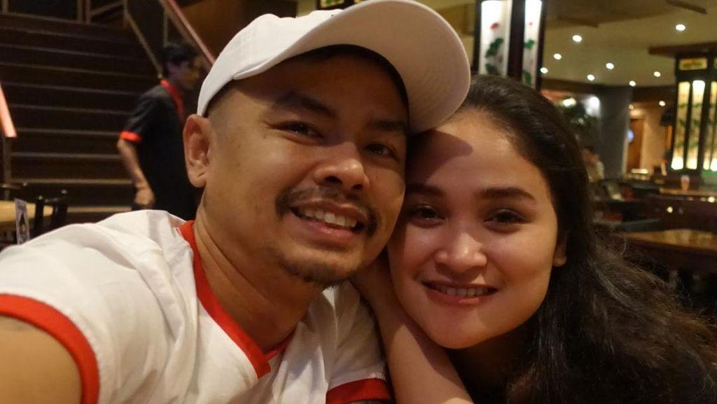 Ulang Tahun Pernikahan ke-8, Wendy Cagur Beri Kejutan