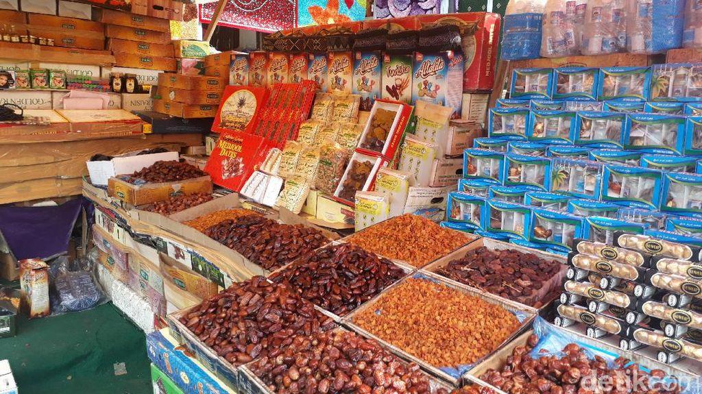 Pedagang Oleh-oleh Haji di Tanah Abang Raup Omzet Rp 7 Juta/Hari