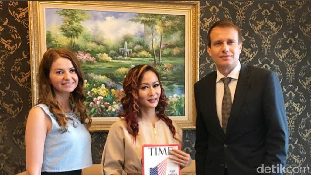 Inul Diwawancara Majalah TIME, Ahmad Dhani Jualan Baju