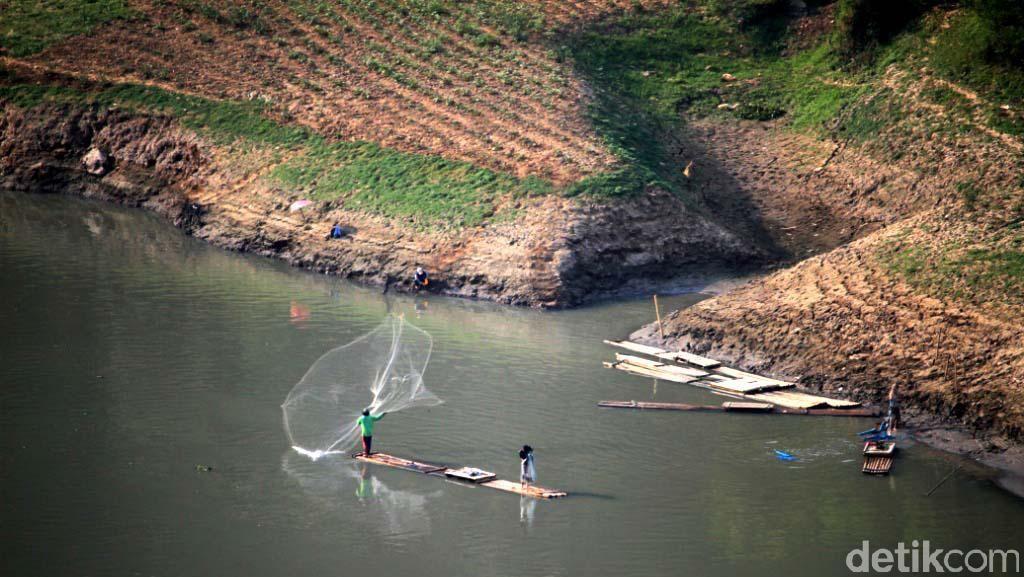 Butuh Waktu 10 Tahun untuk Benahi Sungai Citarum
