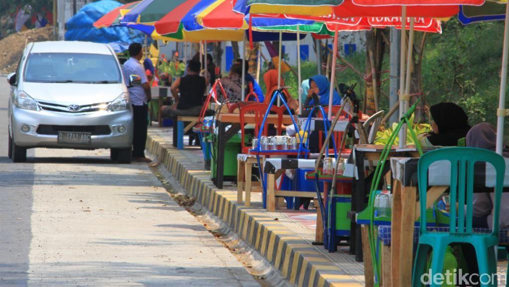 Segarnya Es Cincau di Taman Kaligrafi Raksasa Cianjur