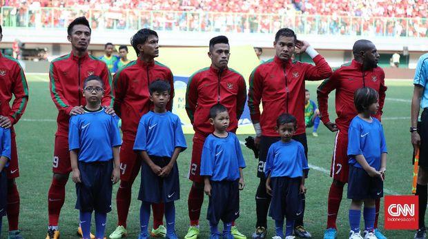 Regenerasi sangat dibutuhkan untuk membentuk Timnas Indonesia senior yang kuat.