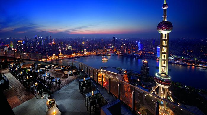 Terletak di pusat kota Shanghai, Flair Rooftop Restaurant Bar berada di lantai 58 di Ritz Carlton. Pemandangan metropolis yang gemerlap dan ramai, dipadu dengan garis sungai Huangpu, membuat pengalaman Afternoon Tea Anda semakin menakjubkan.