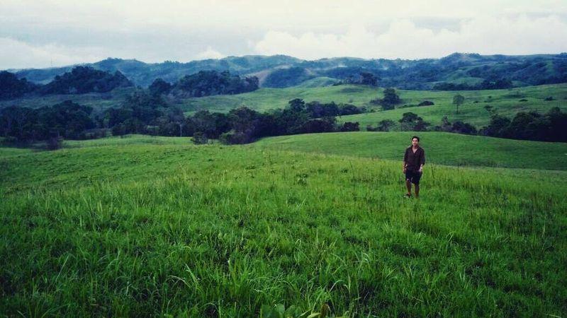 Hamis Daud Wyllie lahir di Australia. Aktor tampan ini kemudian pernah tinggal Sumba, yang bisa dibilang menjadi kampung halaman keduanya. Sumba sendiri menjadi salah satu destinasi liburan favorit traveler dengan alamnya yang memesona (hamishdw/Instagram)