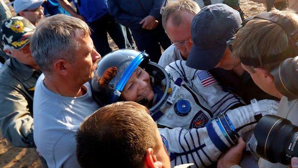 Hebat! Astronot Wanita Ini Tinggal Berbulan-bulan di Antariksa