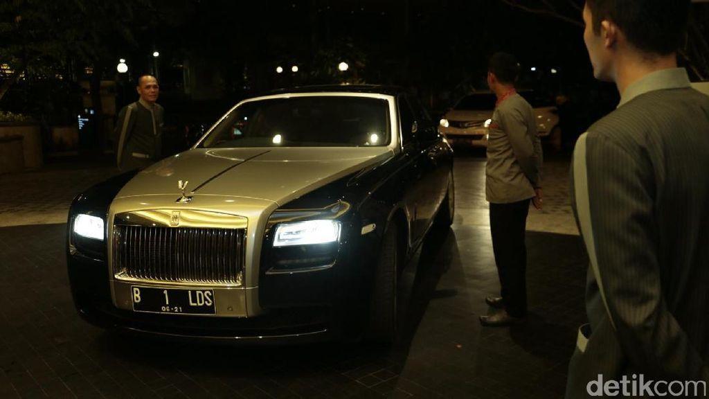 Kondangan ke Raisa-Hamish, Raffi-Nagita Naik Rolls-Royce Ghost