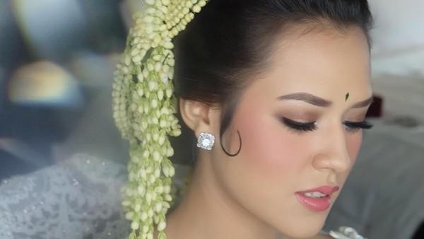 Makeup Tidak <i>Manglingi</i> Saat Menikah, Alasan Raisa Ternyata Romantis Banget