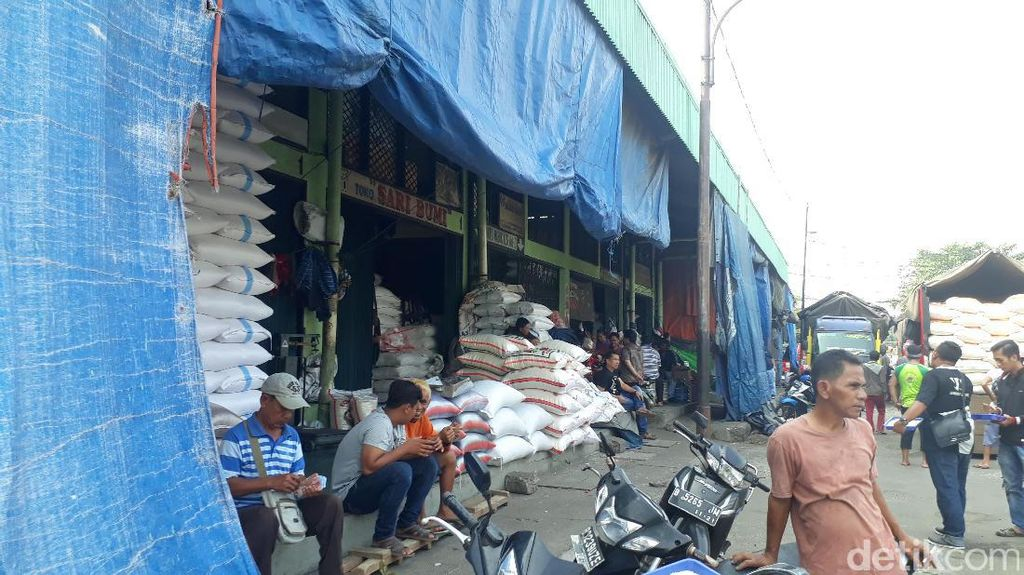 Tak Sampai Sebulan, Harga Beras Medium di Pasar Induk Anjlok