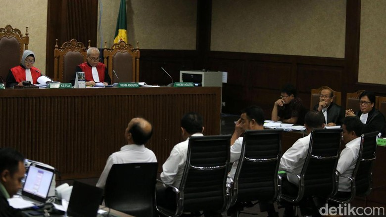 Jaksa Tanya Sekjen Kemendes Soal Istilah Mission Impossible