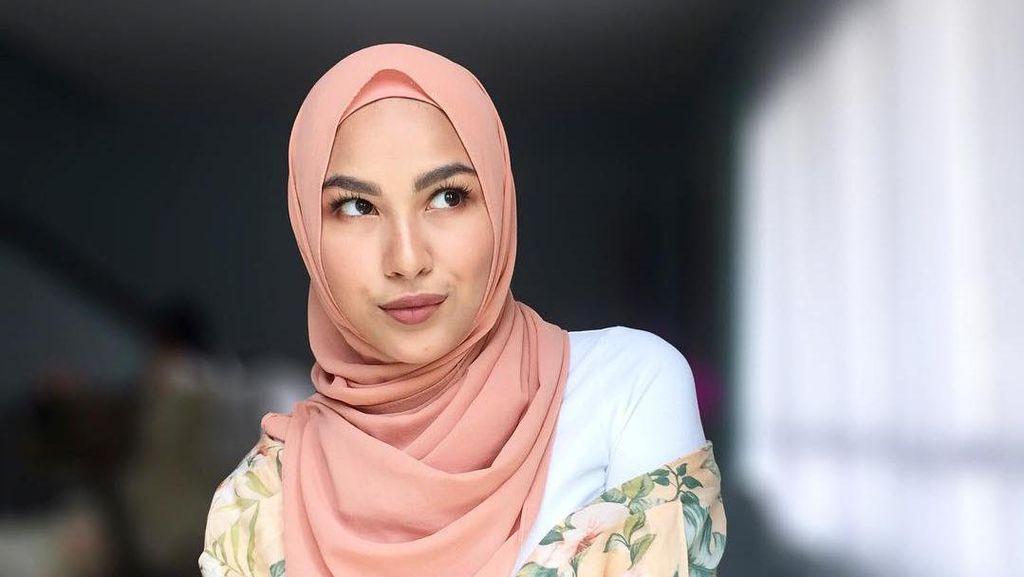 Foto: Cantik Berhijab, Pesona Adik Selebriti dari Syahrini Hingga Zayn Malik