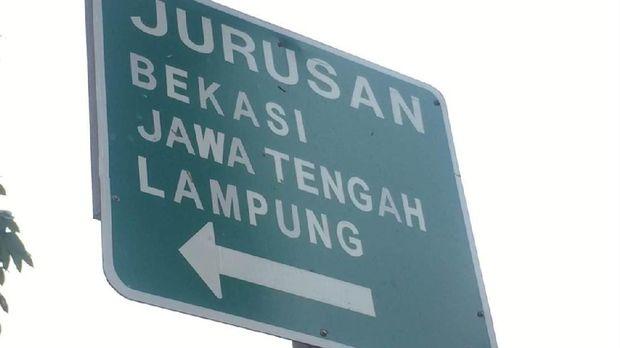 Rambu ke 'Lampung lewat Bekasi' sebelum ditutup.
