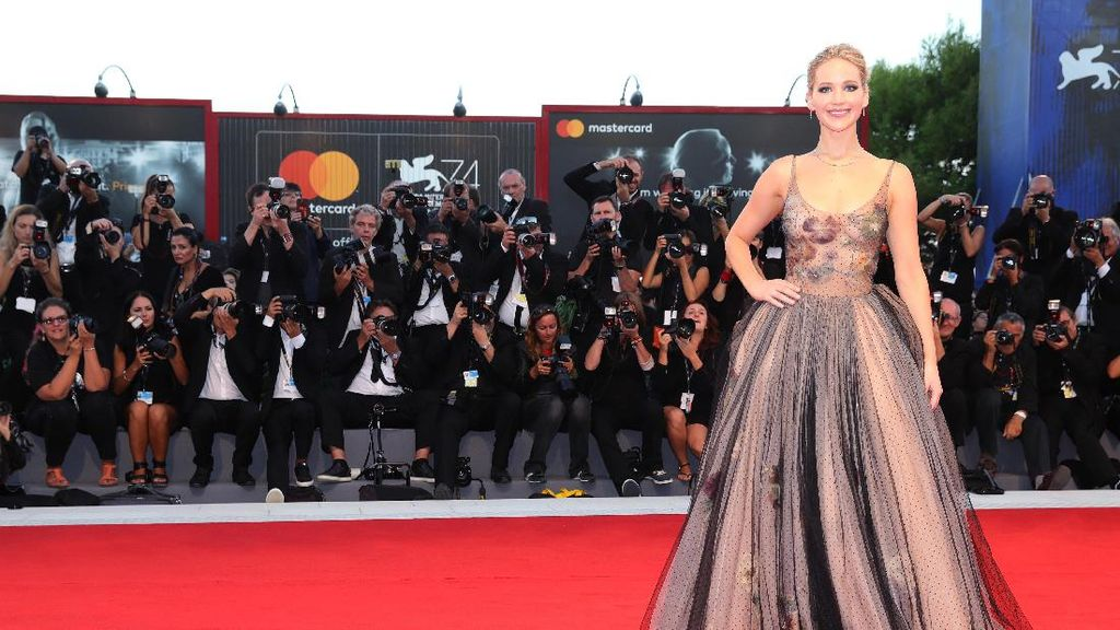 Makin Tua, Jennifer Lawrence Tidak Mau Punya Anak