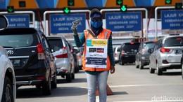 Tak Punya Uang Elektronik, Bisa Pinjam Petugas di Gerbang Tol