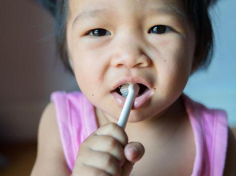 Tips seru agar si kecil rajin gosok gigi