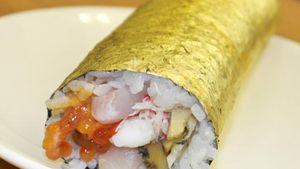 Kreasi Sushi Unik Rasa Cheese Burger, Pisang, hingga Lapisan Emas (2)