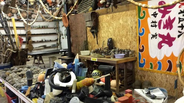 Foto: Museum yang menyimpan sampah-sampah yang ditemukan di lautan (Johns Beachcombing Museum/Facebook)