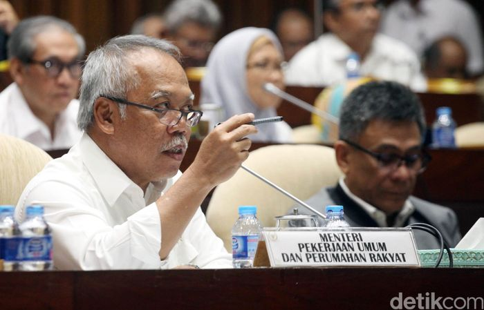 Menteri Pekerjaan Umum dan Perumahan Rakyat (PUPR) Basuki Hadimuljono mengikuti rapat kerja dengan Komisi V DPR di Kompleks Parlemen, Senayan, Jakarta, Kamis (7/9/2017).