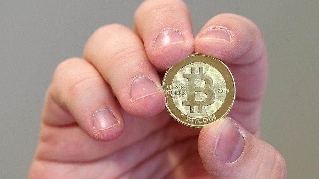 BI Larang Transaksi Pakai Uang Virtual