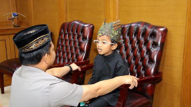 Abigail bocah penderita autoimun akhirnya bertemu Kapolri Jenderal Tito Karnavian