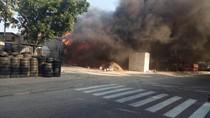 Toko Material di Cipinang Terbakar, 10 Mobil Damkar Meluncur