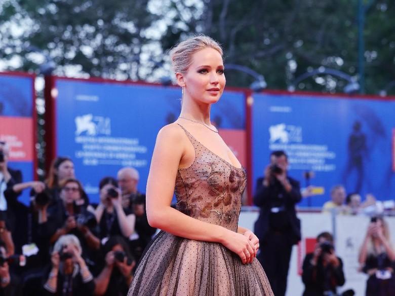 Jennifer Lawrence Salahkan Donald Trump atas Bencana Alam di Amerika