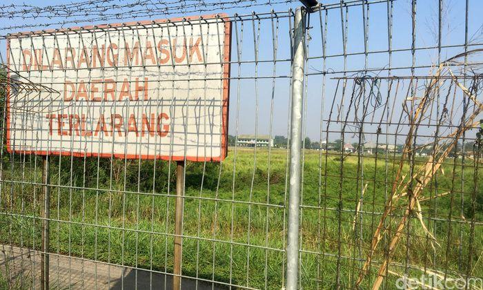 Bandara tersebut tengah dirombak agar bisa difungsikan sebagai bandara komersial sebagaimana Bandara Halim Perdanakusuma di Jakarta Timur.