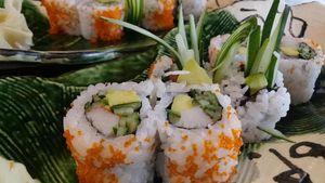 Meracik California Roll, Sushi Fusion Paling Top Buatan Chef Itoph