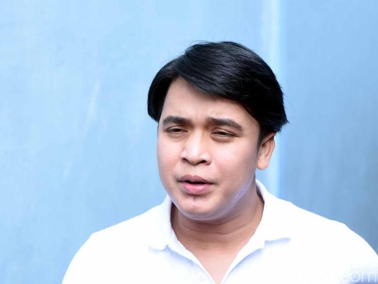 Disebut Pacari Istri Kriss Hatta, Billy Syahputra: Gosip Murahan!