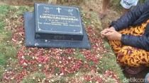 Makam dan Motor yang Jadi Saksi Bisu Kisah Pilu Bayi Debora