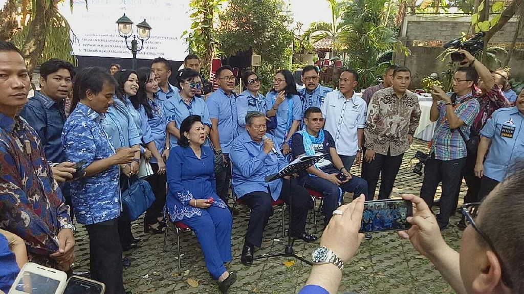 Meriah! SBY Nyanyi Bujangan di Hari Ulang Tahun Ke-68