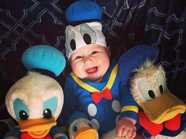 Sejak kapan Donald Duck jadi super imut gini? (Foto: Instagram @cora_leen)