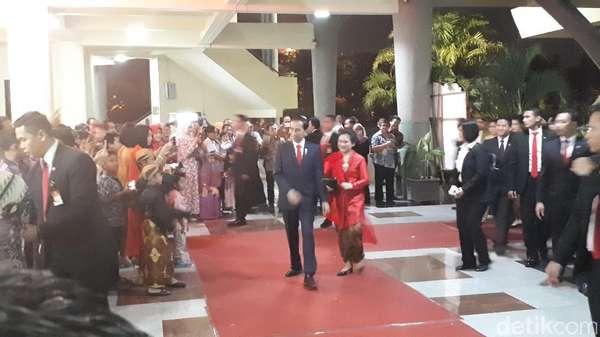 Presiden Jokowi Hadiri Resepsi Keponakan Ibu Iriana di Surabaya