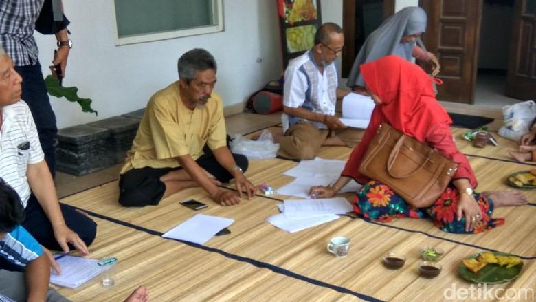 Korban Penipuan Umrah First Travel Tuntut Uang Dikembalikan