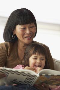 Sederet Manfaat Membacakan Buku Cerita untuk Anak
