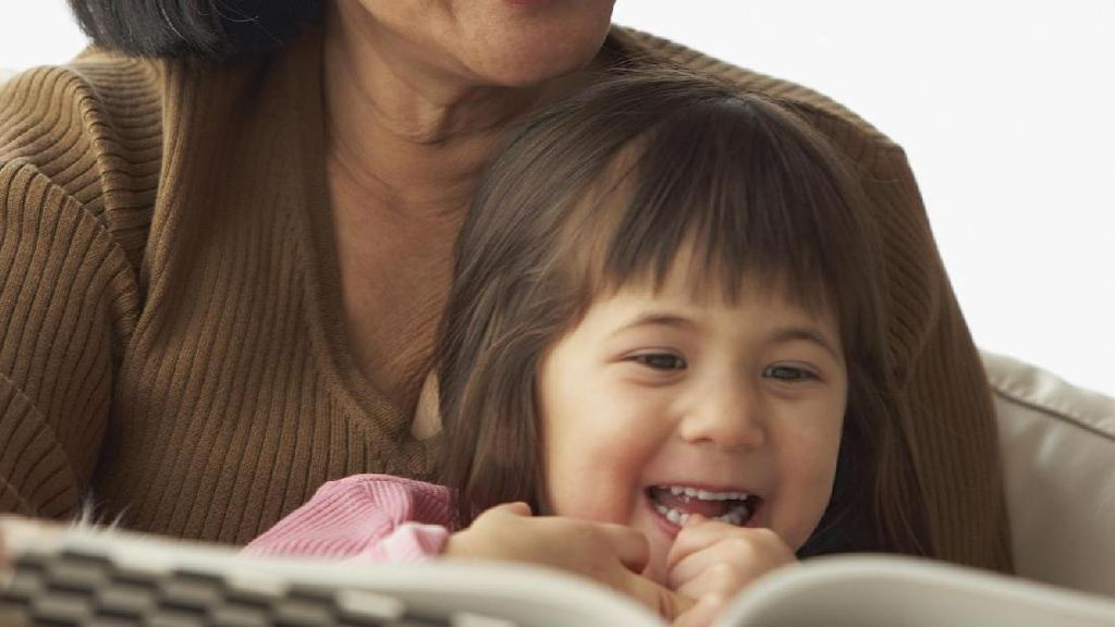 Mendongeng untuk Anak Nggak Harus Bersumber dari Buku Lho