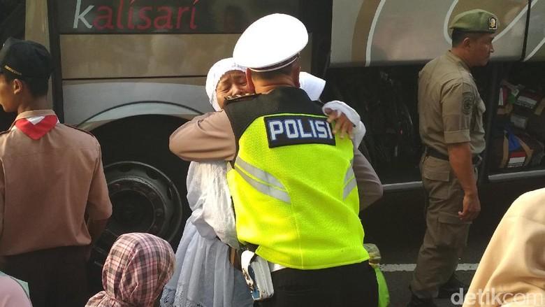 Kedatangan Jemaah Haji Trenggalek Disambut Tangis Haru