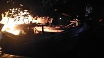 Dua Kapal Pencari Ikan Terbakar di Pelabuhan Tanjung Tembaga