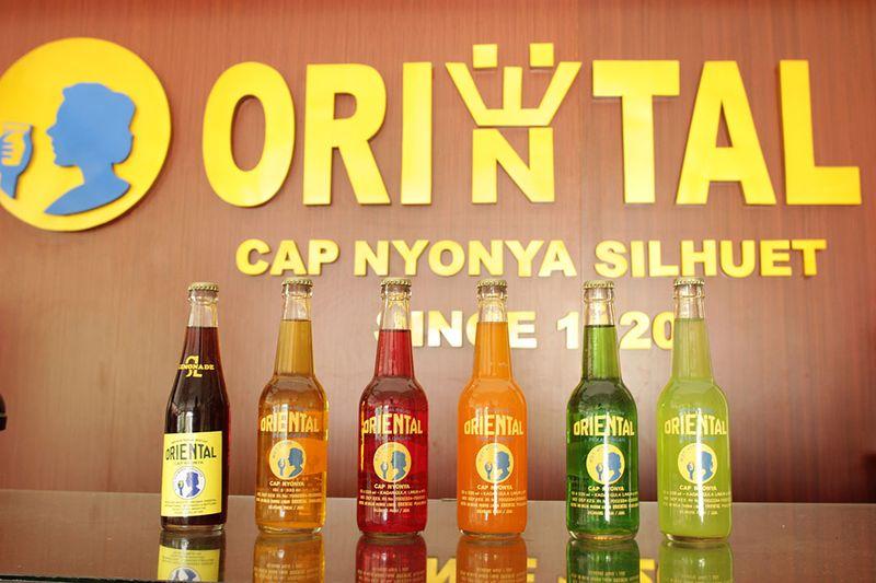 Adalah Limun Oriental Cap Nyonya, merk minuman segar yang sudah eksis dari sebelum Indonesia merdeka hingga kini. Minuman ini sudah ada dari tahun 1923 loh (Randy/detikTravel)