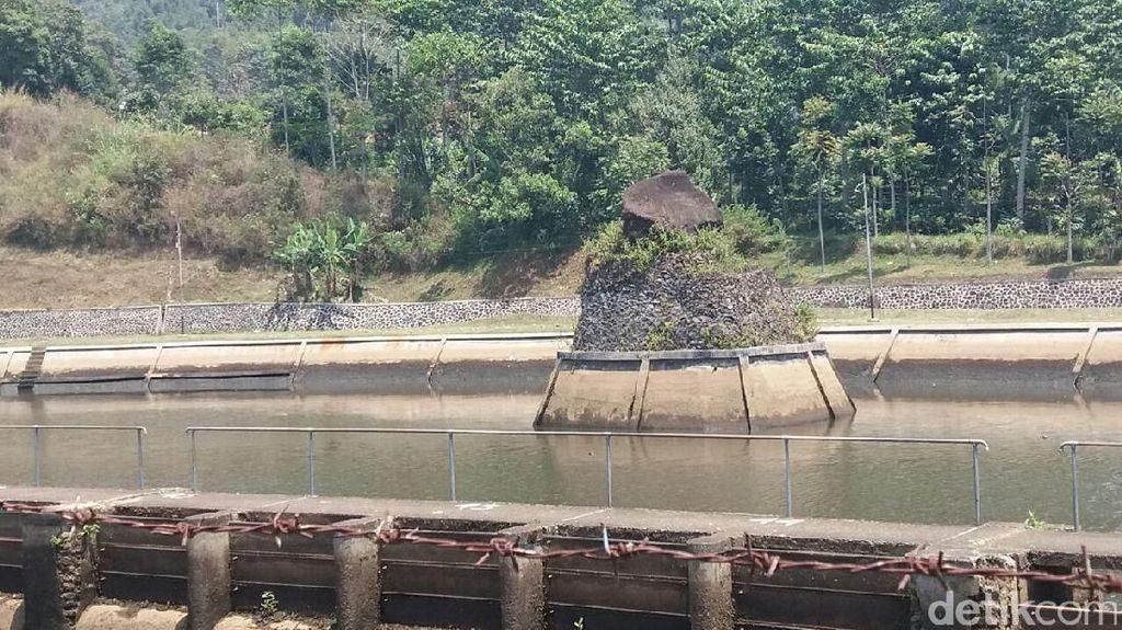 Unik dan Melegenda, Batu Eon Jadi Obyek Wisata Baru di Bandung