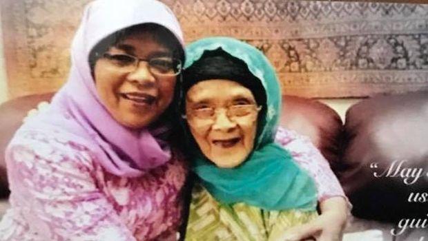 Halimah bersama ibundanya, Maimun Abdullah