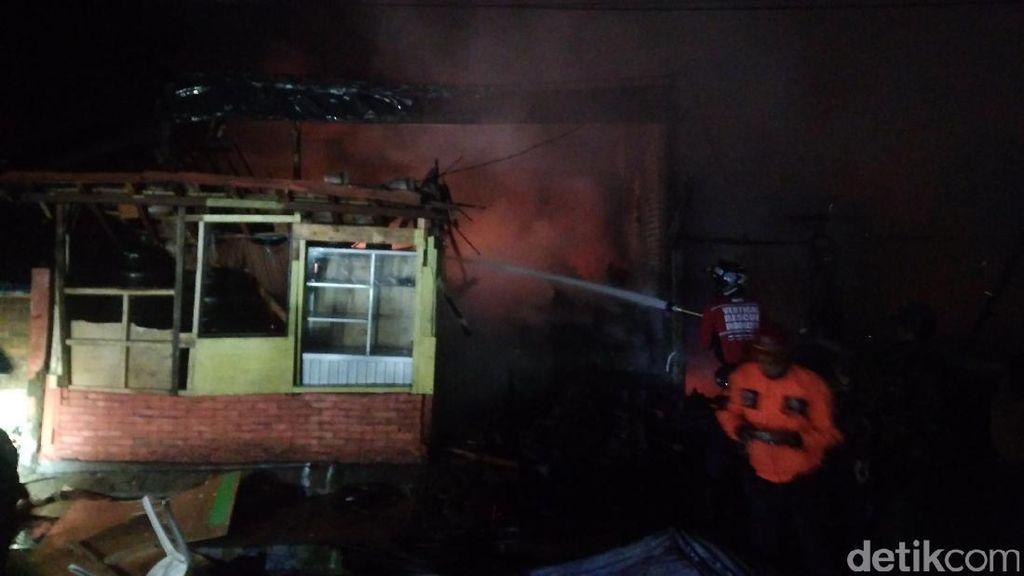 Polisi Selidiki Penyebab Kebakaran Kawasan Pertokoan di Garut
