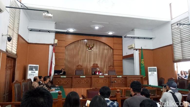 Sidang Praperadilan Novanto Ditunda