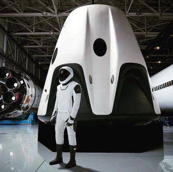 'Iron Man' Pamer Baju Luar Angkasa SpaceX, Seperti Apa?