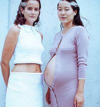 Maia Ruth Lee yang tampil di catwalk saat hamil besar